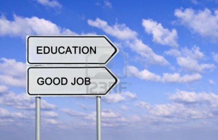 15101579-senal-de-trafico-a-la-educacion-y-buen-trabajo