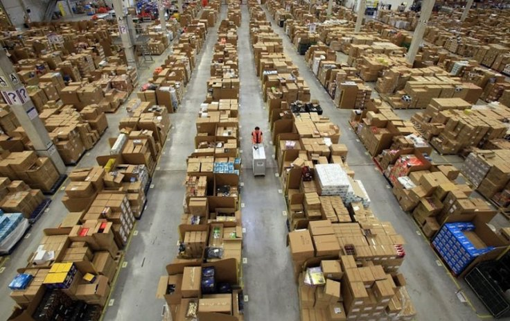 inside-amazons-chaotic-storage-warehouses-1