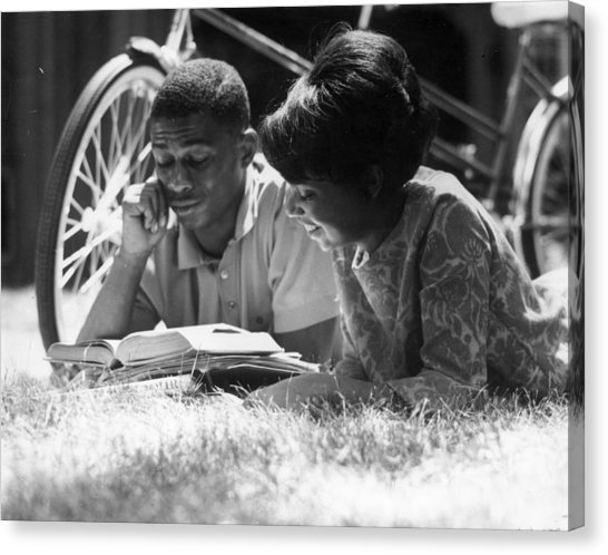 couple-reading-hulton-collection-canvas-print.jpg